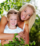 Retrato da matriz e da filha ao ar livre Imagens de Stock Royalty Free