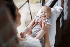 Retrato da matriz e do bebê felizes Imagens de Stock Royalty Free