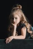 Retrato da menina à moda pensativa Fotografia de Stock