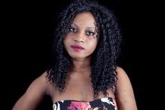 Retrato da menina afro-americano nova bonita fotos de stock royalty free