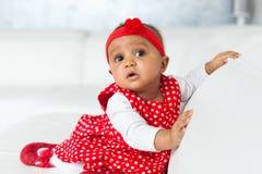 Retrato da menina afro-americano pequena - pessoas negras Imagens de Stock Royalty Free