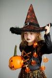 Retrato da menina 8-9 anos em um terno para Dia das Bruxas Imagens de Stock Royalty Free