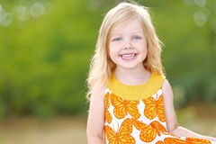 Retrato da menina ao ar livre Imagens de Stock