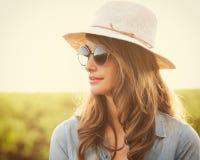 Retrato da menina bonita ao ar livre fotos de stock royalty free