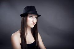 Retrato da menina bonita com chapéu imagem de stock
