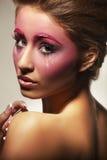 Retrato da menina bonita com composição cor-de-rosa Fotografia de Stock