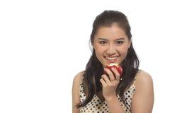 Jovem mulher com maçã vermelha Foto de Stock