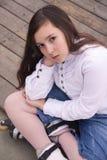 Retrato da menina bonita com patins Fotos de Stock Royalty Free