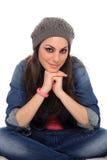 Retrato da menina bonita com tampão cinzento fotos de stock royalty free