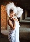 Retrato da menina bonita no branco foto de stock