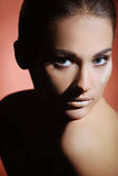 Retrato da menina bonita nova com pele perfeita da saúde da face Imagem de Stock