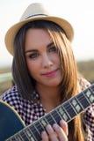 Retrato da menina bonita que olha a câmera com chapéu Imagens de Stock Royalty Free