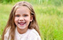 Retrato da menina bonito de riso feliz fotos de stock