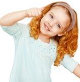 Retrato da menina bonito que mostra os polegares acima Fotos de Stock Royalty Free
