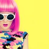 Retrato da menina brilhante à moda imagem de stock royalty free