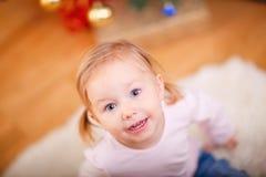 Retrato da menina brincalhão adorável Imagem de Stock Royalty Free