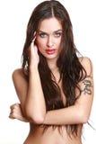 Retrato da menina charming com cabelo molhado imagem de stock