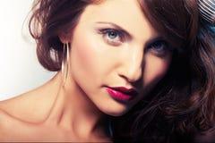 Retrato da menina com batom vermelho foto de stock royalty free