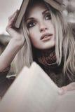 Retrato da menina com livro Fotografia de Stock Royalty Free