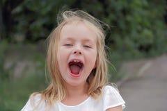 Retrato da menina com olhos azuis Foto de Stock Royalty Free