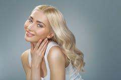 Retrato da menina com tez pálida Imagem de Stock Royalty Free