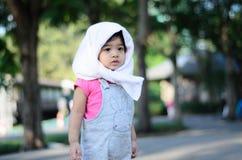 Retrato da menina da criança do bebê no parque Banguecoque Tailândia de Wachirabenchatat imagem de stock