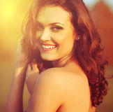 Retrato da menina da luz do sol da beleza. Fotografia de Stock