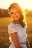 Retrato da menina da luz do sol da beleza. Fotografia de Stock Royalty Free