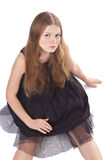 Retrato da menina de cabelos compridos que senta-se no assoalho Fotografia de Stock Royalty Free