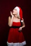 Retrato da menina de Santa que olha acima Vendas do Natal Imagem de Stock