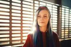 Retrato da menina do adolescente no por do sol Imagem de Stock