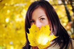 Retrato da menina do outono Imagens de Stock