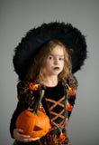 Retrato da menina em um terno para Dia das Bruxas Imagem de Stock