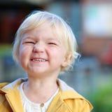 Retrato da menina engraçada da criança fora foto de stock royalty free