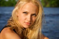 Retrato da menina loura atrativa fotos de stock royalty free