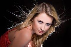 Retrato da menina loura com cabelo do vôo Imagem de Stock Royalty Free