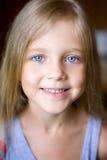 Retrato da menina loura nova atrativa Imagem de Stock