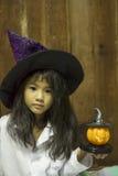 Retrato da menina no chapéu com abóbora Imagens de Stock Royalty Free