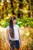 Retrato da menina no parque do outono Fotos de Stock