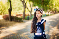 Retrato da menina no parque do outono Imagens de Stock