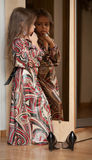 Retrato da menina refletido no espelho Imagem de Stock