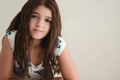 Retrato da menina triguenha nova Imagem de Stock