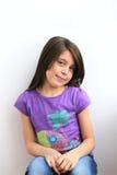 Retrato da moça caucasiano feliz ocasional fotografia de stock