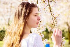 Retrato da mola de uma menina do jovem adolescente imagem de stock