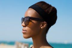 Retrato da mulher africana com faixa Imagem de Stock