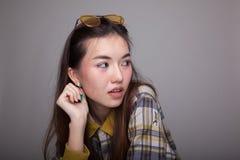 Retrato da mulher asiática nova bonita Foto de Stock Royalty Free