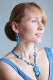 Retrato da mulher atrativa, 'sexy' com bom sorriso Fotos de Stock Royalty Free