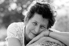 Retrato da mulher 65 bonita ano-velha Fotos de Stock