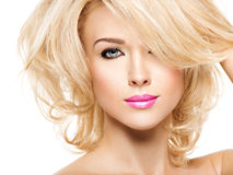 Retrato da mulher bonita com cabelo louro Face da forma fotografia de stock