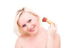 Mulher bonita com a escova para a composição foto de stock royalty free